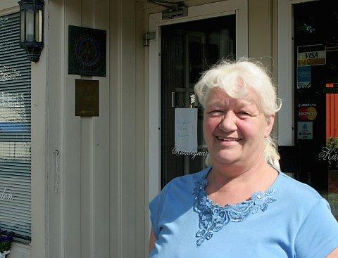 Eva Tenden driver Kumlegaarden i Drøbak, og sier været er avgjørende for god omsetning. Foto: Arkiv