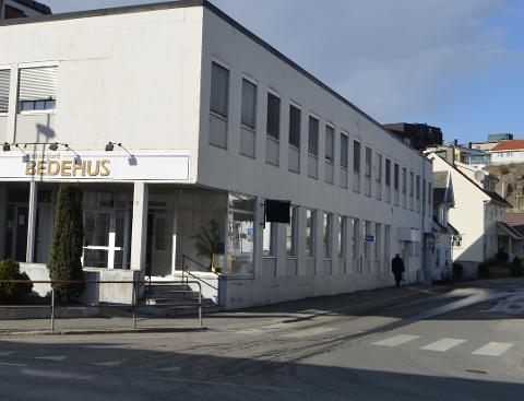 INN HER: Fra mandag blir det skiltet til legevakten krysset ved Bedehuset i Flekkefjord. Trafikken skal gå via Sundegaten og Engvald Hansens vei