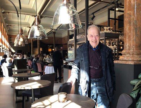 Hans Bru blir i sommer å se som bartender på Opus XVI.