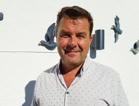 HAR FLYTTA: Anders Eide (57) har flytta til Sløvåg og driv Eide Sandtak derifrå