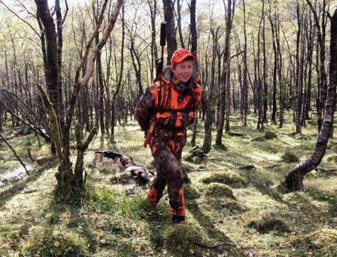 LETT BØR: Han har drege hjortar ut av skogen før, Håkon Karstensen Indrehus (16). Men laurdag 26. september kunne ha ta heim den første hjorten han sjølv har skote.
