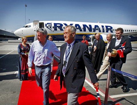 USIKKER FREMTID: Ryanairs Michael O. Leary (t.v.) og styreleder Svein Hurlen på Moss Lufthavn Rygge.