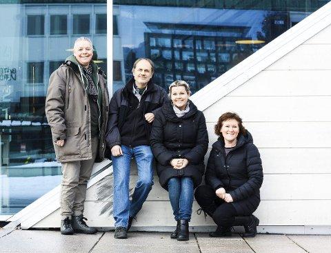 Lager ny poesikk: Asgeir Midthjell har skapt gruppen Tri-X, som består av Desirée Ulvestad-Grandahl, ham selv, Renate Gjerløw Larsen og Marit Mossik.
