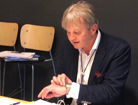 VIL VITE: - Det viktigste er at alle skal ha en trygg barndom, sier leder Rune Grunekjøn i kontrollutvalget, som må smøre seg med tålmodighet frem til desember for deres neste møte. Der må rådmannen orientere.