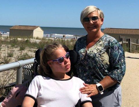 Celina Sjøberg, nestleder i kommunens råd for mennesker med nedsatt funksjonsevne og mor til multihandikappede Linnea (16), er svært kritisk til kommunens tidsbruk i BPA-saken.