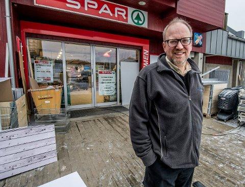 Helge Olimb eier Spar-butikken på Skjærhalden.