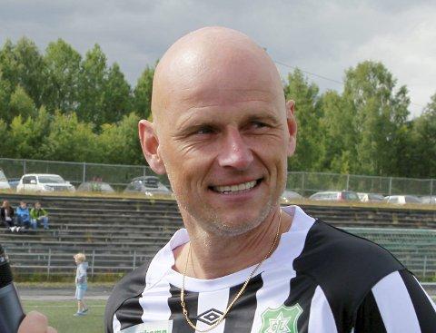 GIR TIL GRUE:  Ståle Solbakken, her fra en showkamp på Grue stadion i 2014.