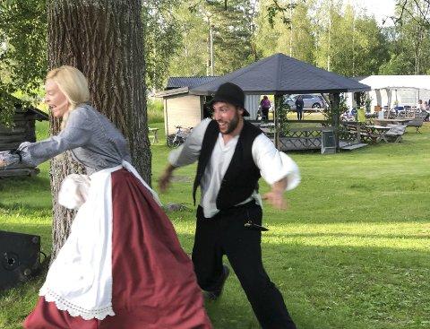 Romantikk og dramatikk: Silja (Kjersti Thorset) og Karl Oskar (Glenn Luijbregts) i heite firsprang. bilder: kari g jerstadberget