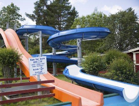 TOMT I SKLIENE: Det blir ingen barn i bassengene denne sommeren.