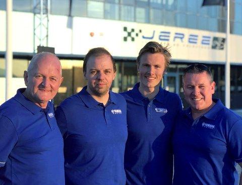 TEAMET: Team Daimex Racing består av (f.v.) Jul Johansen (mekaniker), Helge Spjeldnes, Lavrans Solli og Syver Anmarkrud (teamsjef og reservefører).