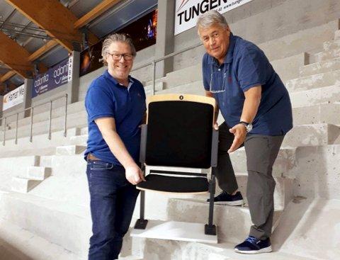 Rune Kaadekilde Hansen (t.v.) og Øyvind Berg i Lillehammer Hockey Elite gleder seg til nye arenastoler er på plass til kommende sesong. *** Local Caption *** Rune Kaadekilde Hansen (t.v.) og Øyvind Berg i Lillehammer Hockey Elite gleder seg til nye arenastoler er på plass til kommende sesong.
