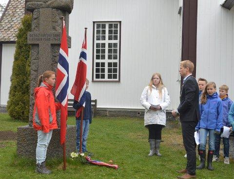 TIDLIGERE MARKERING: Som tidligere år blir det også i år bekransning av minnesmerkene over krigens falne, ved Lunner kirke og ved Rundelen på Bjørgeseter. Bildet er tatt for noen år siden.