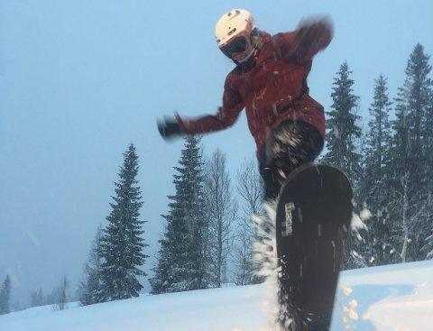 SNØBRETT: Forhåpentligvis blir det godt med snø slik at snøbrettet kan brukes.
