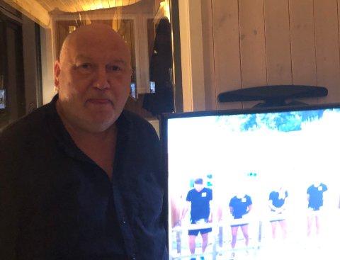 SKUFFET HÅNDBALL-FAN: For Knut Heggedal endte kvelden dobbelt så surt, da han ble kastet ut av EM-semifinalen mellom Norge og Kroatia i kveld, som Kroatia også vant.