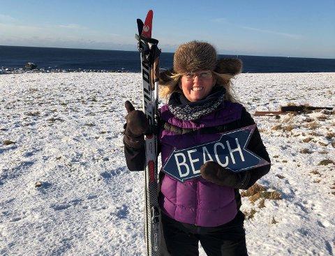 HVER DAG: Ann Kirstin Whist Haarr fant treningsgleden med ski på beina på stranda. Målet er å gå skitur hver eneste dag i februar.
