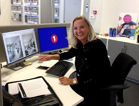 GEDIGEN INTERESSE: Merethe Lunden Andreassen i EiendomsMegler 1 kan melde om 250 interessenter for de 32 leilighetene i Gausetangen.