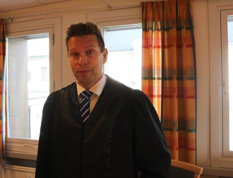 FENGSEL: Aktor, politiadvokat John-Kåre Olsen ved Finnmark politidistrikt, la i sin prosedyre torsdag ettermiddag, ned påstand om ett år og to måneders ubetinget fengsel for den tiltalte mannen.