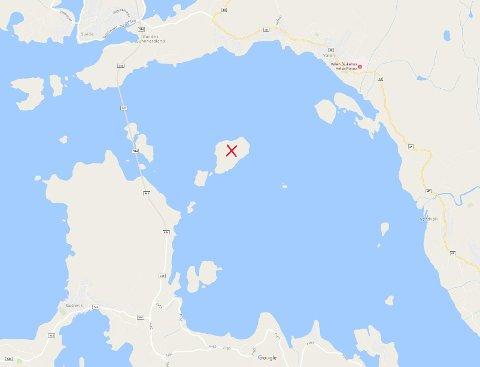 Innbrotet og skadeverket skjedde her, på Store Lauvøya. (Skjermdump frå Google Maps).