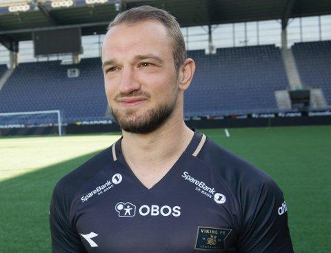 IKKE ZLATKO: Zlatko Tripic er fortsatt ikke i landet. Men Veton Berisha har fått orøve den nye drakta i lyngdølens fravær.