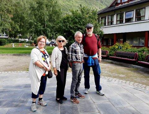 Representanter fra Leve Oppland på befaring i parken på Otta. Fra venstre: ungdomskontakt Mai Stine Lysbakken, leder Inger Holden, styremedlemmer Mauritz Lie og Roar Nyholt.