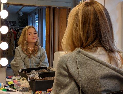 HOVEDROLLE: Alexandra Minor (14) er en av de to som skal spille Ronja Røverdatter på Kulturhuset i Tromsø. Her er hun dagen før premieren.