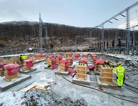 I GANG:Arbeid med det nye apparatanlegget på Innset.