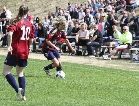 Multitalent: Maren Lundby briljerte på fotballbanen for Eina/Reinsvoll/Bøverbru Foto: Henrik Hornnæss
