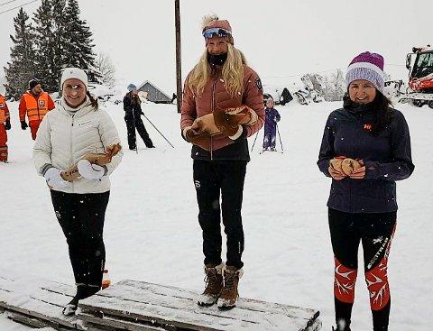 Seierspallen i kvinneklassen i Gransmarkrunden; fra venstre Silje Eklund, Martine Haug Thoresen og Solveig Nordkild Skare.