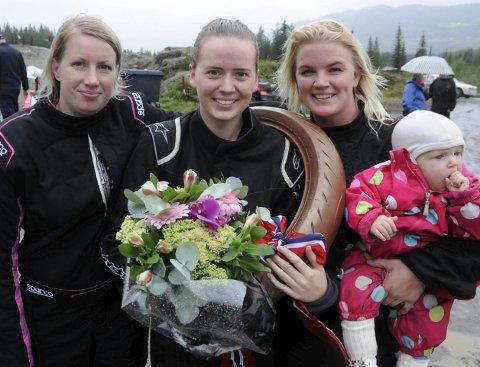 I A-FINALEN: Tre lokale jenter i A-finalen, fra venstre Karola Øye (sjetteplass), Mari Hoel (tredjeplass) og Karoline Bergum (fjerdeplass). FOTO: ØYSTEIN RINGSVEEN