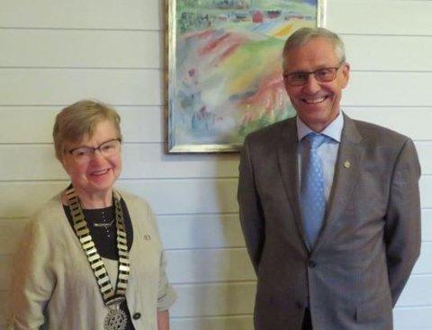President 2020 -2021, Kari Snipstad, sammen med avgående president Ivar Lien.