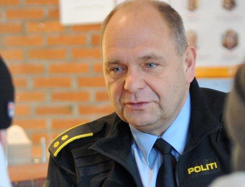 OPPSØKENDE: Politikontakt Bjørn Slåtsveen forteller at politiet daglig mottar klager på lettmotorsykler som oppleves som en plage.