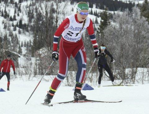 STOR FRAMGANG: Ingvild Wollebek fra Ås har denne vinteren vært av de beste i klassen jenter 18 år.begge foto: erik borg