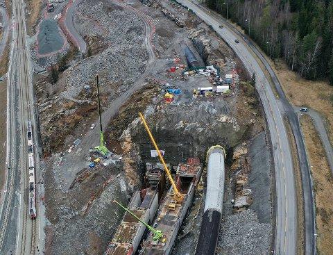 BYGGEGROP: Tre tunneler leder inn i tunnelportalen ved Langhusveien. Foto: Bjørn Sandness