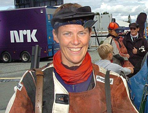 VELDIG FORNØYD: Vanja Ramstad smalt til med sterke 345 poeng i samlagsmesterskapet og vant klasse 4 og ble toer totalt i mesterskapet - bare slått på antall innertiere. ARKIVFOTO: JOHN BYMAN