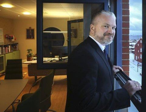 Fylkesmann Tom Cato Karlsen mener det ikke er forsvarlig å åpne grensene til Sverige.