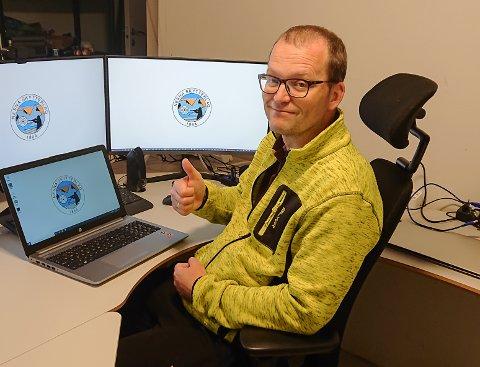 Sten Hvidsten har tatt på seg jobben med å bestille og installere det nye datautstyret som var sårt trengt og som skal brukes både på Langåsbanen og miniatyrbanen.