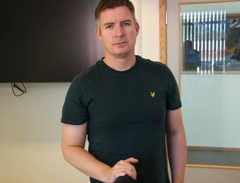 LADESTASJONER: Torkil Nersund fra Helgeland Kraft informerte om selskapets planer om å bygge ladestasjoner for elbiler.