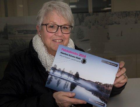 Elin Klöpfel er en av flere som har fått med bildet i årets fotokalender fra Hønefoss kamera klubb. Forsidebildet er tatt av Else Marie Eriksen.