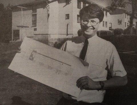 1987: Hvem er det som ble avbildet med planene klare i 1987?