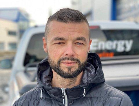 MINUTTER: Øystein Brandal reagerer på at bilister kjører gjennom et boligfelt for å spare et par minutters kjøretid.
