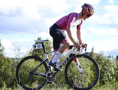PÅ VEI MOT MÅLET: Mikkel Eide har en tøff høst foran seg i sin kamp for å bli en av landets beste syklister.