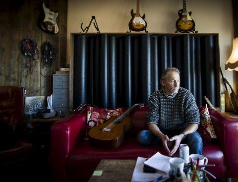ALBUMDEBUT: Brannmann, bohem, poet og nå platedebutant Roy Gudmundsen (52) utgir albumet «Månen og jeg» lørdag.ALLE FOTO: LISBETH Lund ANDRESEN