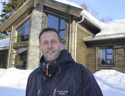 Gleder seg: Hyttedirektør Sten Markussen Krogh hos Boligpartner ser fram til å vise fram den splitter nye Midthø-hytta på Hellerudsletta i helgen. alle foto: kjell aasum
