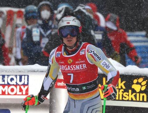 Henrik Kristoffersen trøblet i storslalåmrennet i Santa Caterina. Foto: Alessandro Trovati / AP / NTB
