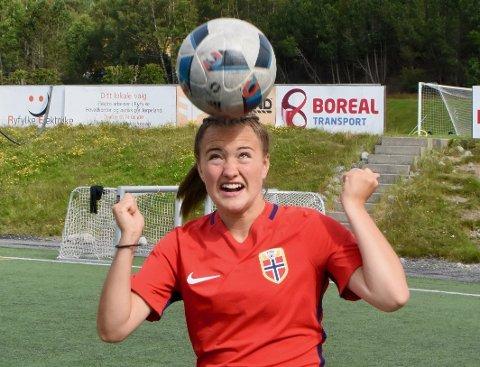 TIL TOPPSERIEN: Selma Løvås (16) har signert for Toppserieklubben Avaldsnes og gått rett inn i A-lagstroppen.