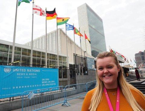 PRAKTIKANT: Ingvil Østhassel jobber ved FN-delegasjonen i New York. Hun lærer mye om hvordan Norge jobber i og med FN. Foto: Privat