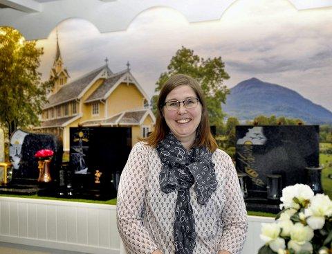 Ny butikk: Monica Sivertsen hos Kristiansund gravstein har nettopp åpnet sin virksomhet i Fosnagata.
