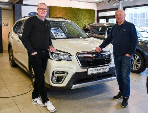 SOLGT: Morten (t.v.) og Branko Danby kan det med å selge bil. Nå har de også solgt en bilbutikk. Branko's Auto er solgt til Bilservice-eieren Cognia.