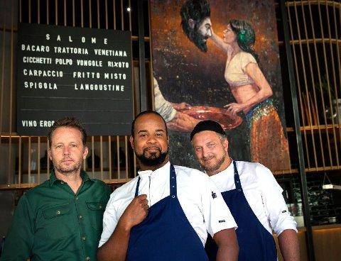 Trioen bak restaurant Salome, Andreas Viestad, Nelsn Fernandes og Dag Tjersland. Bak Salome med døperen Johannes' hode
