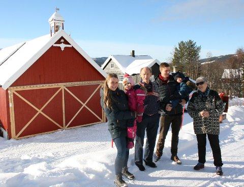GAMMEL OG UNG. Elsa og Anders fryder seg over at en ny generasjon driver gården på Hanshaugen.